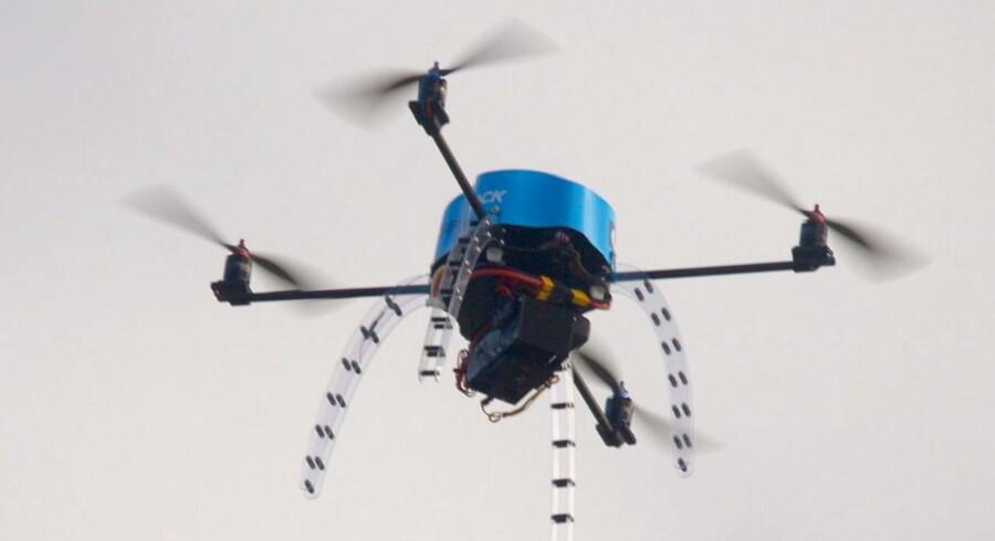 Netop frygten for at ramme en drone, har tidligere på året fået britiske piloter til at kræve en undersøgelse af, hvilke risici der er ved en kollision.