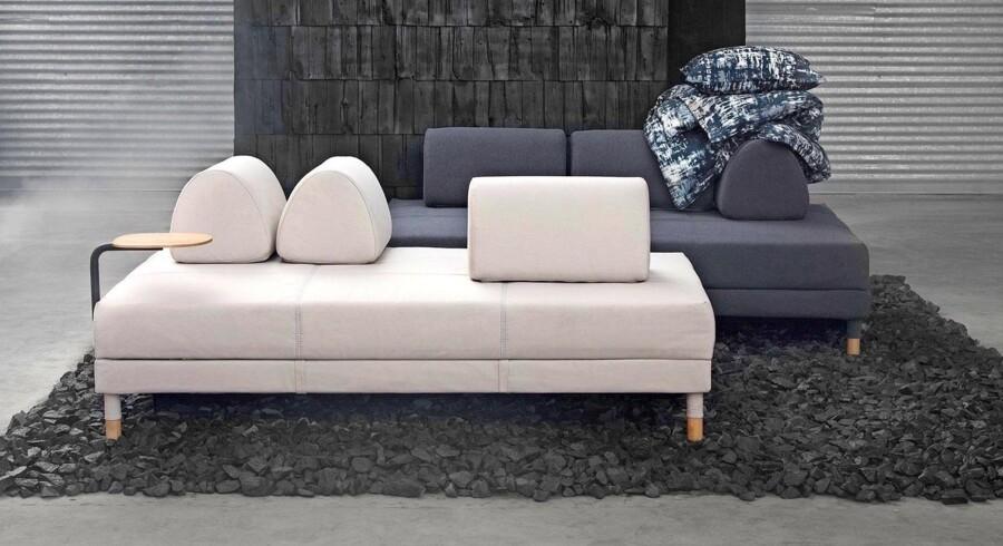 Den danske designduo Halskov & Dalsgaard Design har designet en ny sovesofa for Ikea, som er et oplagt valg til gæsteværelset. Dens rene design gør den let i udtrykket, men giver alligevel komfort, så man kan både sidde, ligge og sove i den. Puderne er flytbare, så du kan arrangere dig i den, som du vil, og du kan hurtigt forvandle den til en rummelig seng. Sovesofaen har fået navnet Flottebo, og under sædet har den god opbevaringsplads til sengetøj. Flottebo fås i tre farver – beige, grøn og grå – og betrækket kan tages af og maskinvaskes. Flottebo sovesofa i beige fra Ikea, 3.699 kr.
