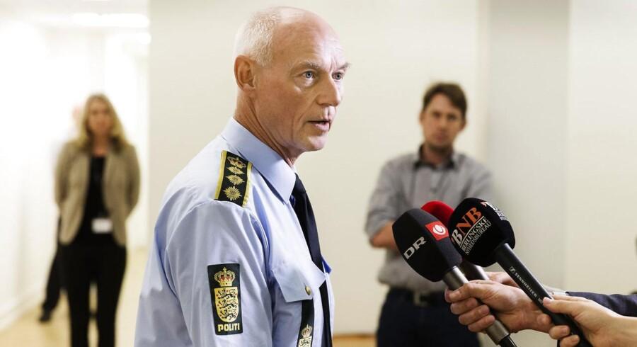 Rigspolitichef Jens Henrik Højbjerg holder et pressemøde hvor han orientere om den aktuelle flygtninge situation. Formanden for Politiforbundet, Claus Oxfeldt, beder om politisk løsning.