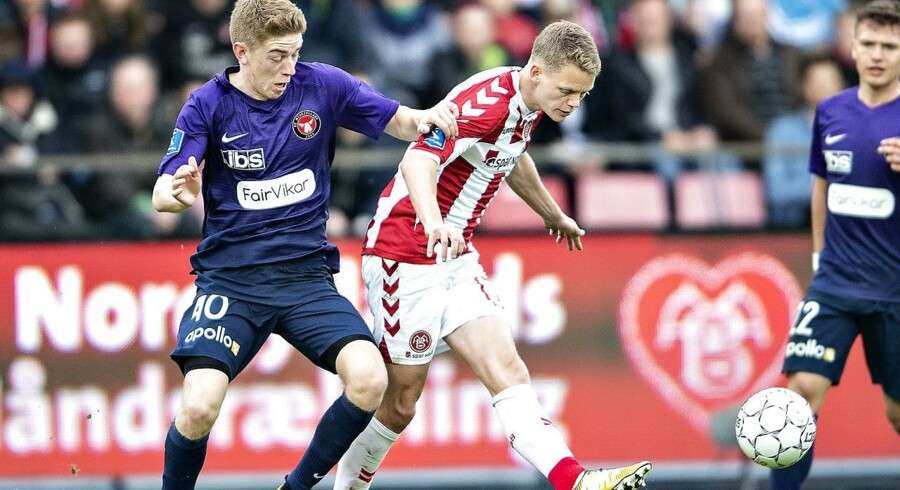 FC Midtjyllands Andreas Poulsen mod AaB's Kasper Kusk i Alka Superliga mesterskabsspil kampen mellem AaB og FC Midtjylland på Aalborg Portland Park, 22. april 2018.. (Foto: Henning Bagger/Ritzau Scanpix)
