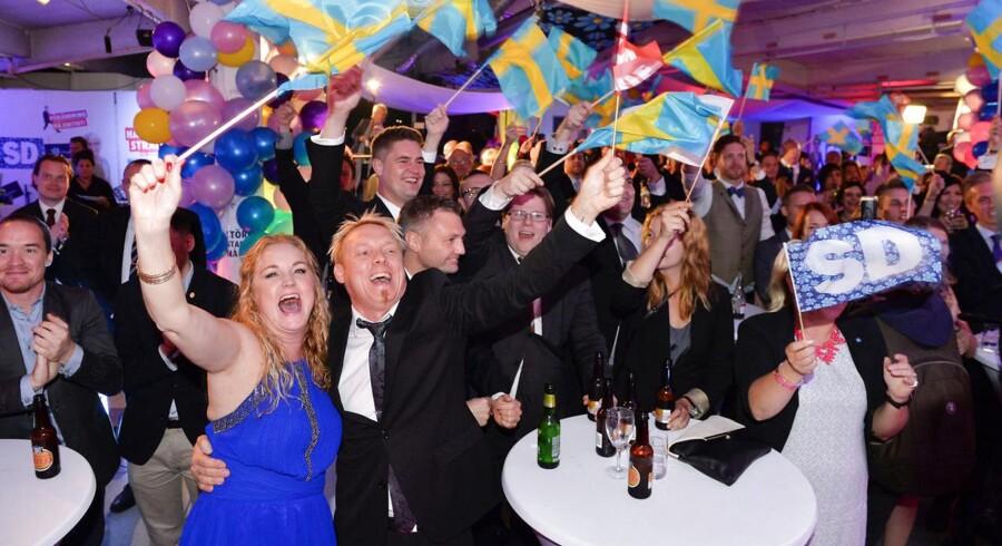 Jubel hos Sverigesdemokraterne efter de første exit polls pegede på stor sejr.