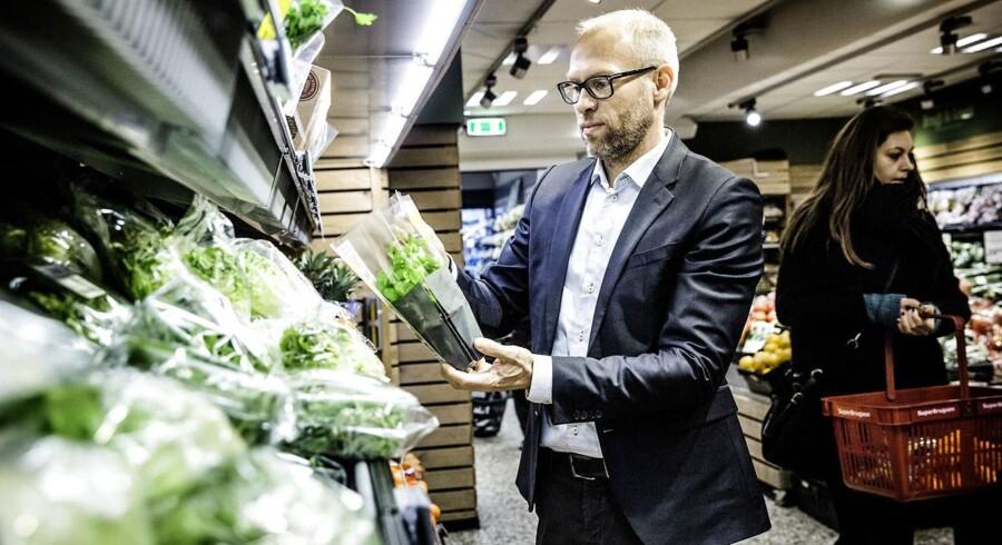 Coop's Food-direktør Jens Visholm i SuperBrugsen, Nordre Frihavnsgade, København Ø. (Foto: Thomas Lekfeldt/Scanpix 2015)