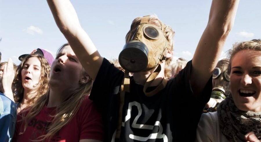 Publikum kender Janove Ottesens og co's stil - og havde medbragt lignende gasmasker for at matche bandet.