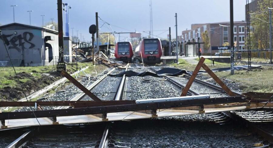 Nedfaldet tag ved Lyngby Station.
