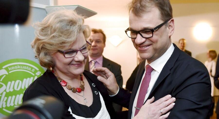 Juha Sipilä og hustruen Minna fejrer valgsejren