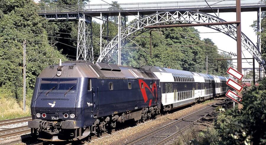 Efter 2016 kan det blive endnu sværere at finde en siddeplads i toget, fordi lejeaftalerne på DSBs dobbeltdækkervogne udløber. Foto: René Strandbygaard