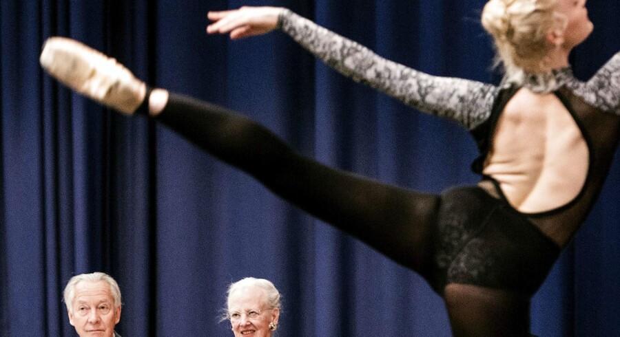 Dronning Margrethe har taget udfordringen op om at sætte det næsten 1000 år gamle eventyr om Askepot op på Pantomimeteatret i Tivoli i 2016. Det kommer til at ske i samarbejde med en af tidens mest profilerede danske musikere, Oh Land, samt den russiske koreograf Yuri Possokhov.