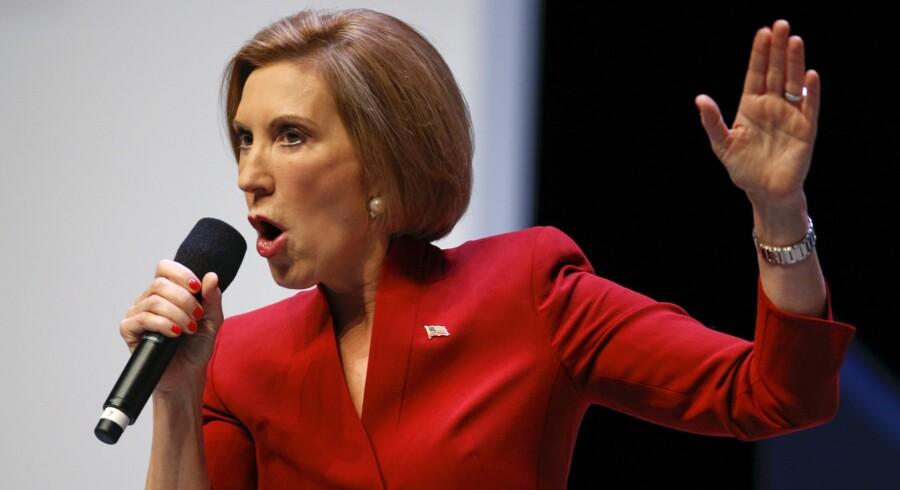 Carly Fiorina stiller op som republikansk præsidentkandidat. Fredag talte hun til vælgerne i South Carolina. Foto: Chris Keane/Reuters
