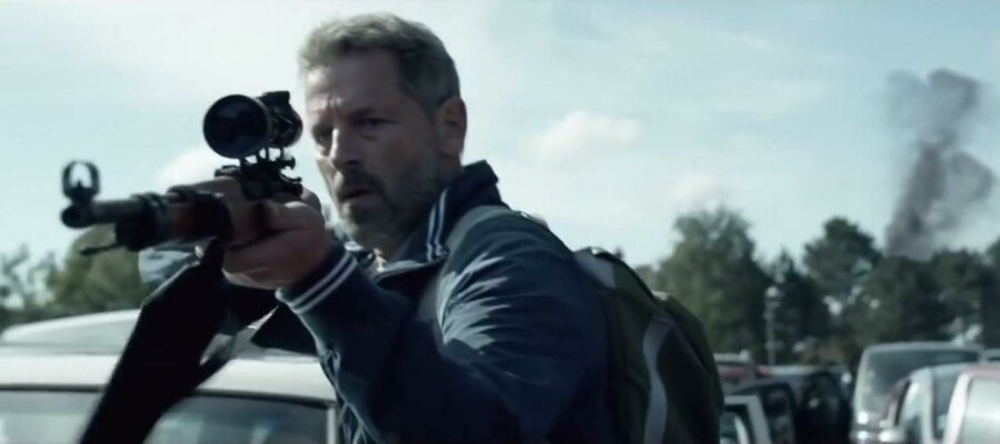"""Mikael Birkkjær, kendt fra blandt andet """"Borgen"""" og """"Forbrydelsen"""" er blandt de zombie-ramte Sorgenfri-borgere. Billede fra """"Sorgenfri""""."""