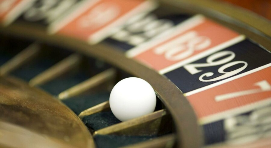 Der vil altid være både tabere og vinder, når der spilles roulette, og i det samfundsøkonomiske lotteri, der udspilles lige nu, er det unge med gæld og fast ejendom, som har de gode odds.
