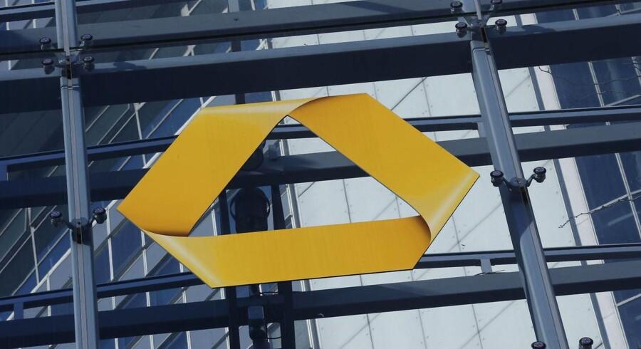 Den tyske storbank Commerzbank slog akkurat analytikerforventningerne i første kvartal, der bød på væsentlig tilbagegang i indtjeningen.