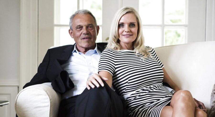 Karsten Ree tjener atter styrtende efter en fejlinvesteringer i blandt andet Amagerbanken og Cimber Sterling. Desuden har han et realityprogram på Kanal 5 med sin hustru, Janni Ree.