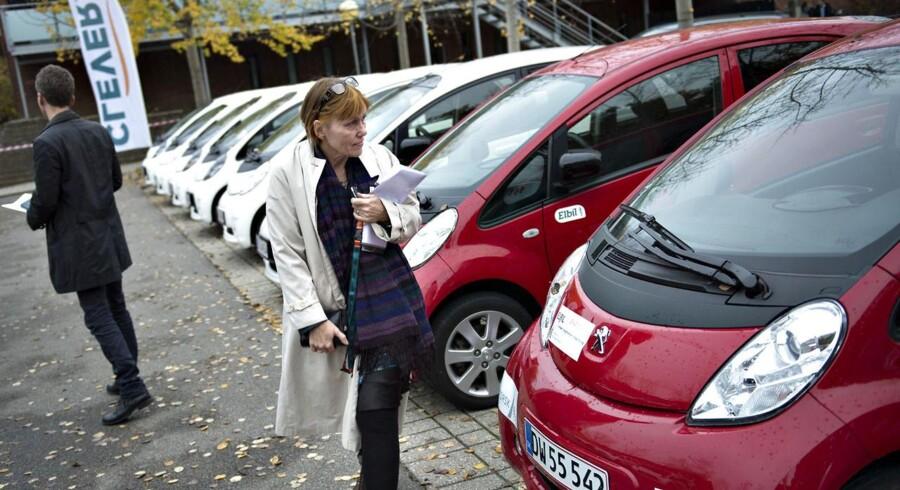 Hvis elbilerne bliver omfattet af den almindelige afgiftsordning, bliver der sandsynligvis ikke solgt færre, selv om nulafgiften skrottes, siger Torben Lund Kudsk fra FDM.