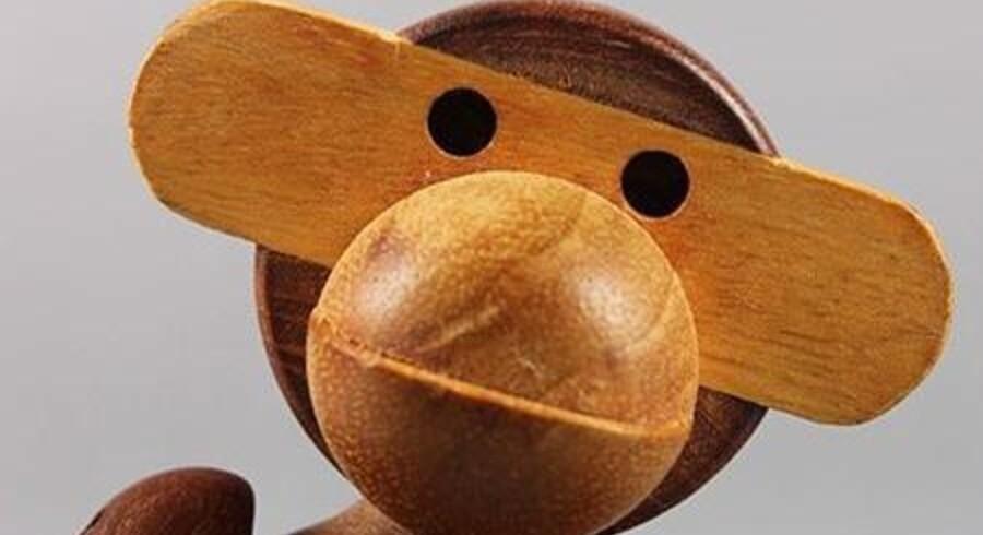 Kay Bojesens internationalt berømte legetøjsabe fra begyndelsen af 1950erne er blot et af de mange figurer i alle størrelser, de store danske designer tegnede. Pressefoto: Sophienholm