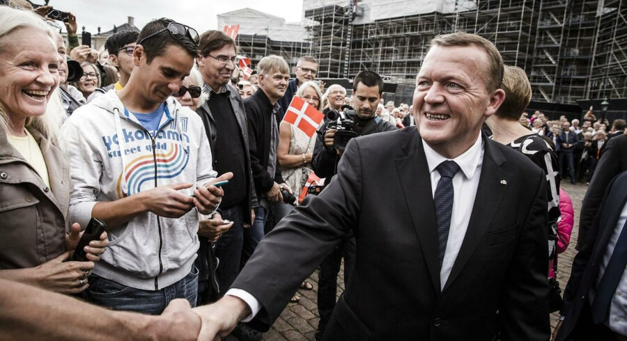 Ny regering med Lars Løkke Rasmussen præsenteres på slotspladsen