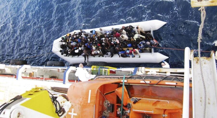 Organisationen Red Barnet har fået bekræftet, at ingen børn var blandt de overlevende, da skib fyldt med flygtninge kæntrede natten til søndag. Dødsvanviddet i Middelhavet skal stoppes nu, lyder det.