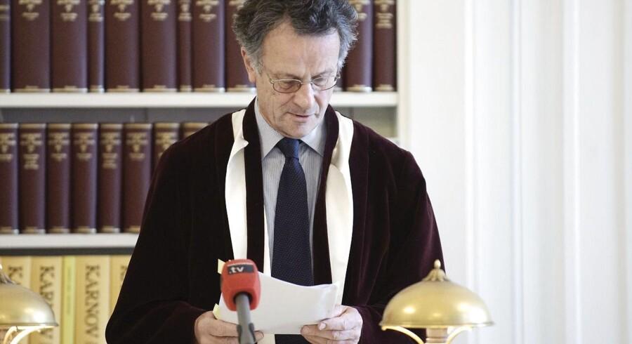 Tidligere højesteretspræsident Torben Melchior var med til at give en løftet pegefinger til politikerne i forbindelse med knivloven. Det virkede, og loven blev lempet.
