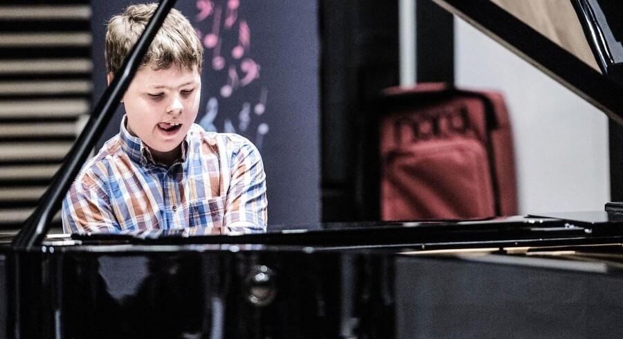 14-årige William Alexander Rasmussen var den første til at spille for dommerne i Berlingskes klassiske musikkonkurrence 2015. Han har spillet klaver i seks år.