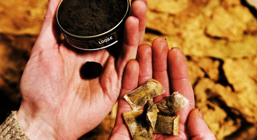Et forbud mod salg af løs snus, der tidligere har bragt regeringen i mindretal, er blevet vedtaget, efter Venstres stemmer har fået forslaget gennem Folketinget torsdag.