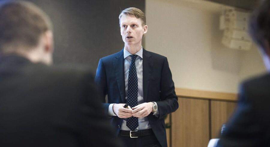 Henrik Poulsen, adm. direktør i DONG, bliver den topleder blandt de største børsselskaber i Danmark, der har færrest aktier i handel.