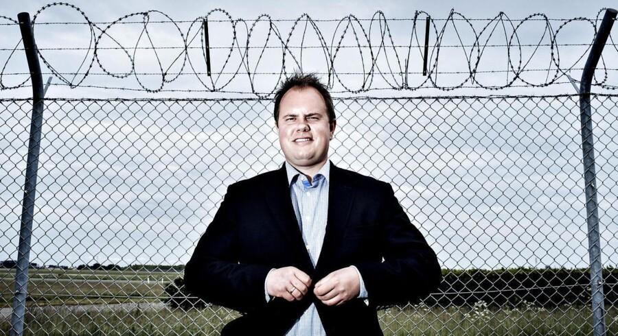 Dansk Folkepartis Martin Henriksen (billedet) og Marcus Knuth fra Venstre retter skarp kritik af den tidligere regerings asylpolitik.