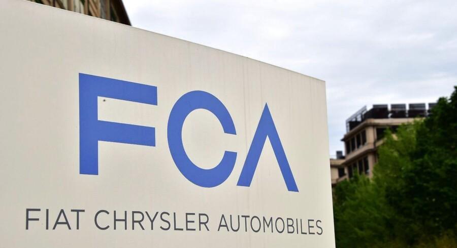Bilproducenten Fiat Chrysler risikerer at få en bøde på 106 millioner dollars svarende til 713 millioner kroner for ikke straks at tilbagekalde biler med livsfarlige fejl.