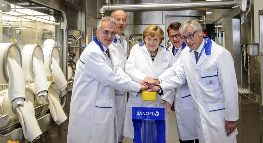 ARKIVFOTO. Den tyske kansler, Angela Merkel ses her på besøger ved Sanofi i Frankfurt, Tyskland.