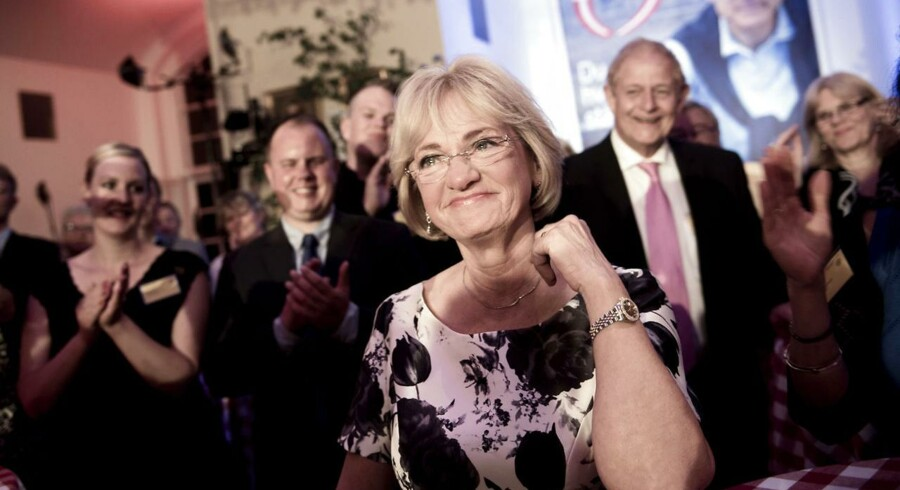 Pia Kjærsgaard festede på valgaftenen. Nu er der borgerlig uro omkring hendes kandidatur til posten som Folketingets formand.