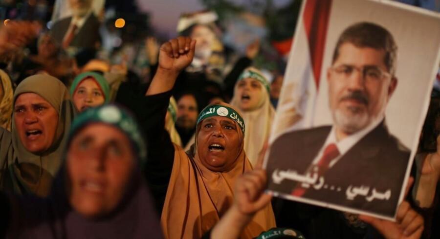 Arkivfoto. Morsi-støtter på gaden i Cairo.
