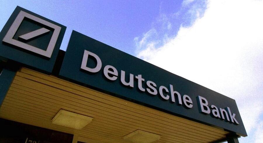 Deutsche Banks bestyrelse har besluttet, at ledelsen i selskabet ikke får nogen bonus for 2015. Året har været et annus horribilis for banken, der har leveret et enormt tab.