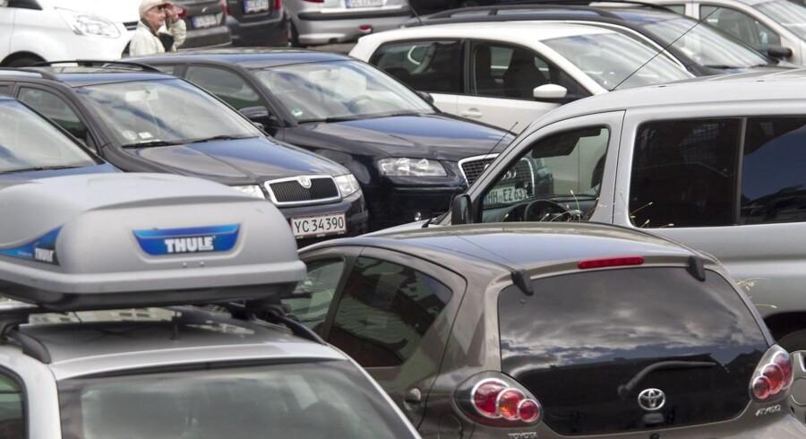 Et nyt parkeringsselskab vil presse de dyre parkeringspriser i Danmark. Betalingen skal foregå over mobilen med et abonnement, hvor brugeren hver måned betaler 250 kr. og får 50 timers parkering. En time koster et klip på fem kroner. De dyreste pladser vil ramme 10-15 kr.