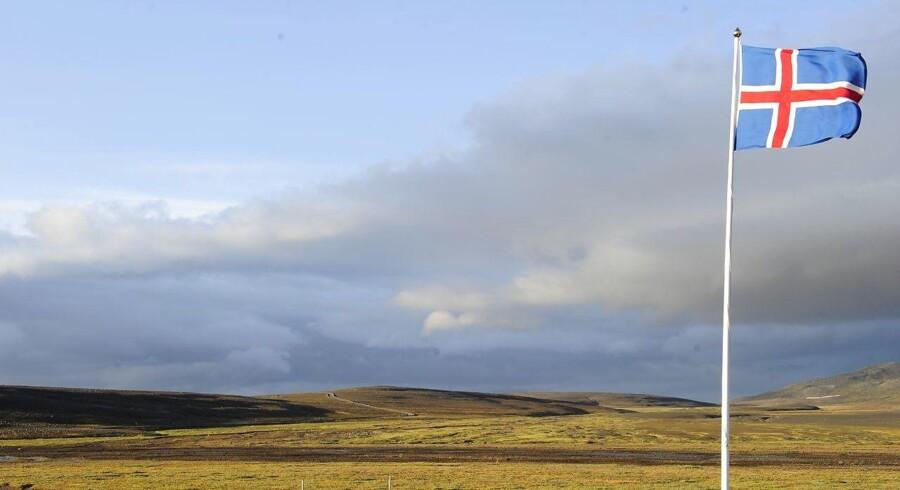 Et islandsk flag blafrer i vinden. REUTERS/Sigtryggur Johannsson