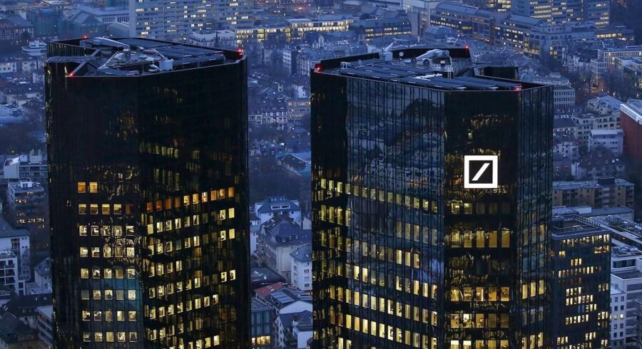 Deutsche Bank kom som varslet ud af 2015 med et stort underskud.