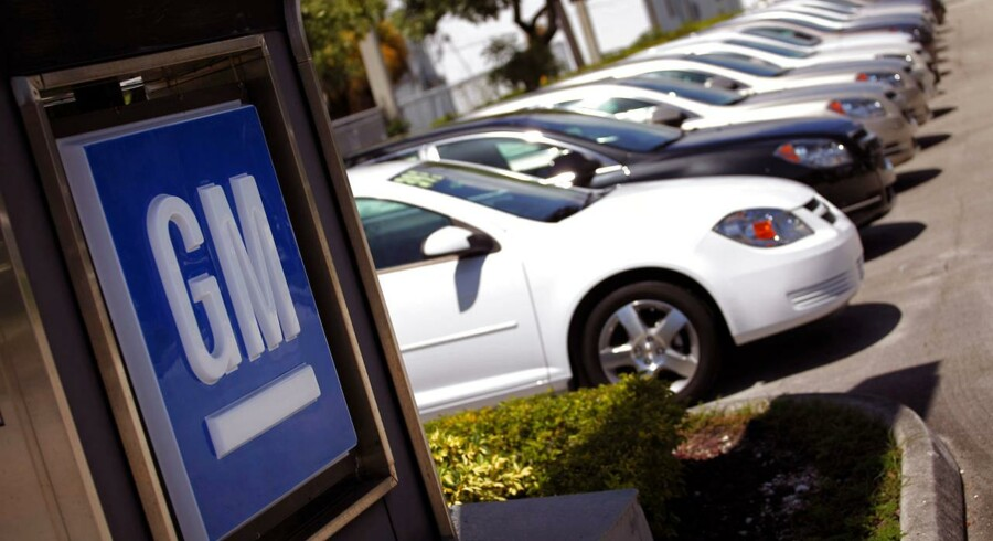 Den amerikanske bilfabrikant General Motors har mandag tilbagekaldt hele 1,55 mio. biler på grund af forskellige fejl.