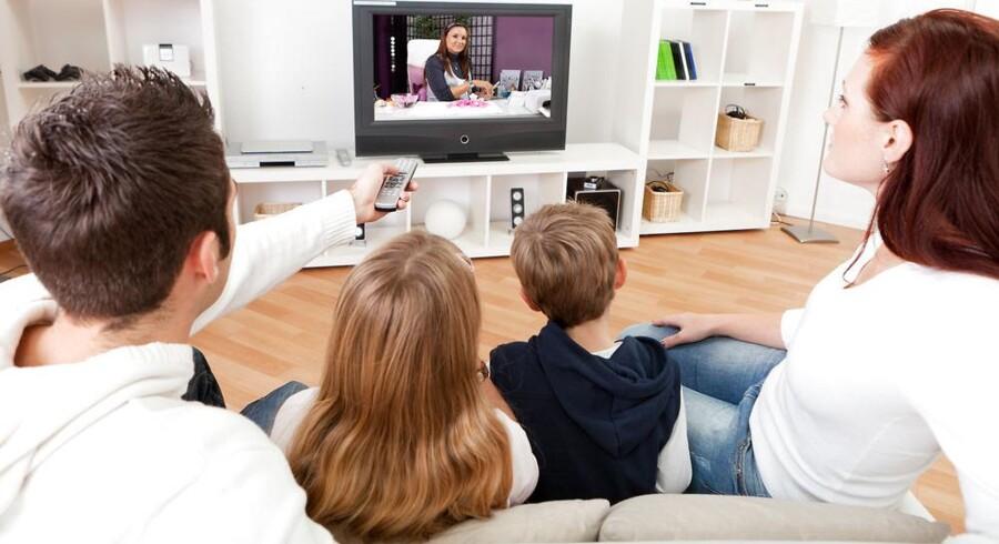 Det er stadig klassisk TV, der er danskernes foretrukne. De nye netfilmtjenester er ikke slået igennem. Det er til gengæld smartphonetelefonerne, som nærmest har udkonkurreret de almindelige mobiltelefoner. Foto: Iris/Scanpix