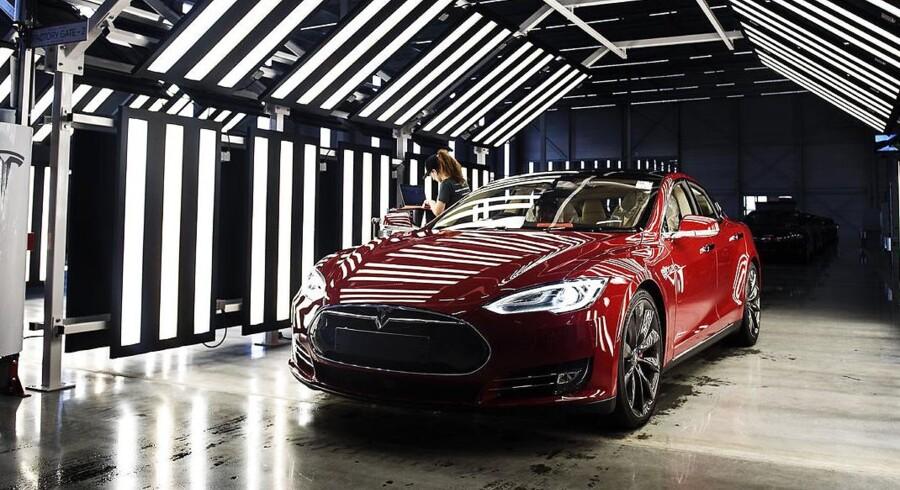 Tesla Motors ændrer nu måden, man markedsfører topmodellens motorkraft på. Det sker efter omfattende kundeklager over vildledende markedsføring.