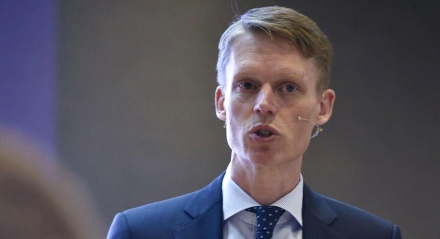 Administrerende direktør Henrik Poulsen ser ikke noget specielt i ordningen, der også tegner til at sendte et tocifret millionbeløb mod hans bankkonti.