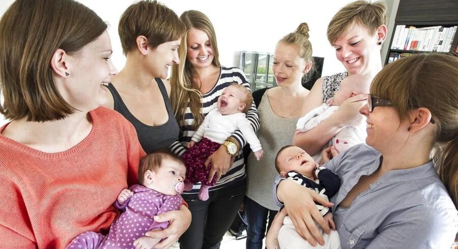 ARKIVFOTO. Antallet af fødsler i Danmark ramte sidste år det laveste niveau i 25 år. Og fertiliteten har siden 1968 ikke været høj nok til at reproducere befolkningen, viser tal fra Danmarks Statistik. Udviklingen skal vendes, mener sundhedsordførere fra de tre regeringspartier og Enhedslisten.