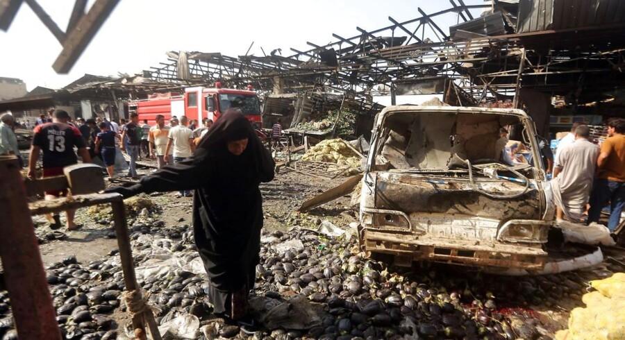 Islamisk Stat har taget ansvaret for en lastbilbombe, der torsdag dræbte mindst 60 personer i Bagdad.