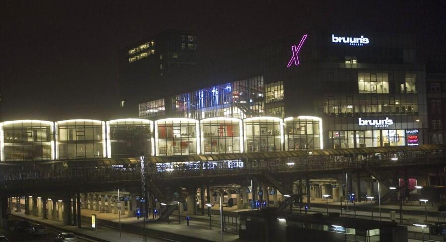 10. Bruuns Galleri, Aarhus – 1,2 mia. kr.Bruuns Galleri åbnede i 2003 i midtbyen i Aarhus og huser bl.a. biografcenter. Målt på omsætning sneg det sig i 2014 lige ind på topti-listen med et salg på knap 1,2 mia. kr.