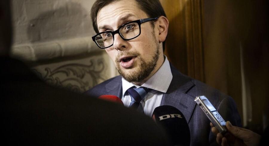Liberal Alliance kæmper op til forårets skattereform for at få sat afskaffelsen af topskat på dagsordnen, derfor ærgrer meningsmålingen partiets politiske ordfører, Simon Emil Ammitzbøll (LA).