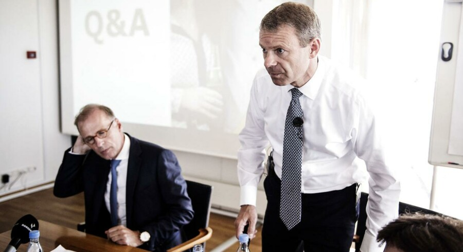Koncernfinansdirektør Jørn P. Jensen (th) er fortid i Carlsberg.