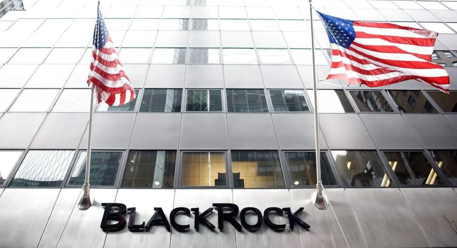 Blackrocks bestyrelse har besluttet at øge udbyttet til aktionærerne, der kan se frem til at få 2,29 dollar i lommen per aktie. Det er 5 pct. højere end udbyttet for fjerde kvartal året før.