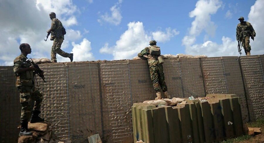 Arkivfoto: Somaliske soldater på patrulje på Sanguuni militærbase, hvor en amerikansk soldat blev dræbt i et angreb den 8. juni. Amerikanerne hjælper de somaliske soldater med at bekæmpe al-Shabaab. / AFP PHOTO / Mohamed ABDIWAHAB