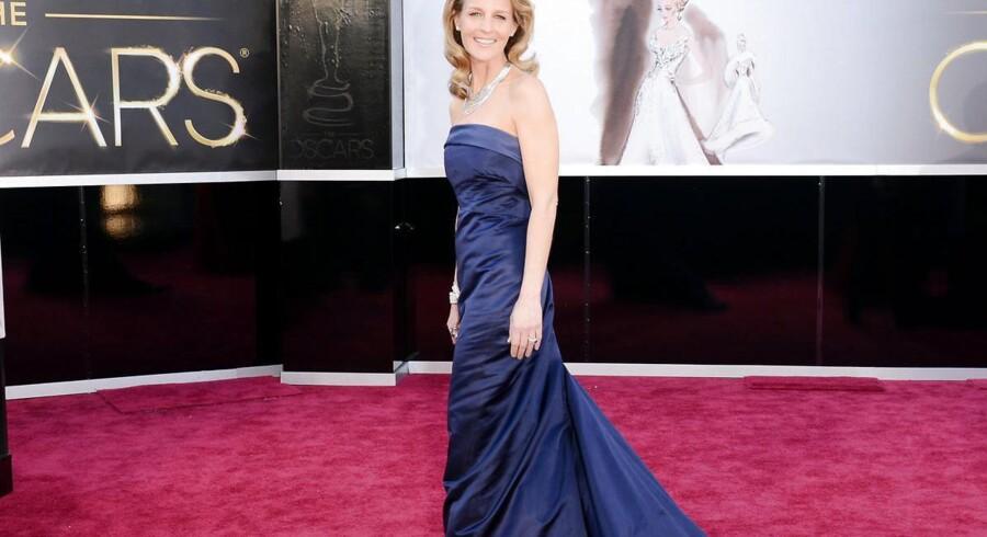 Helen Hunt ankommer til Oscarfest i en kjole fra H&M.