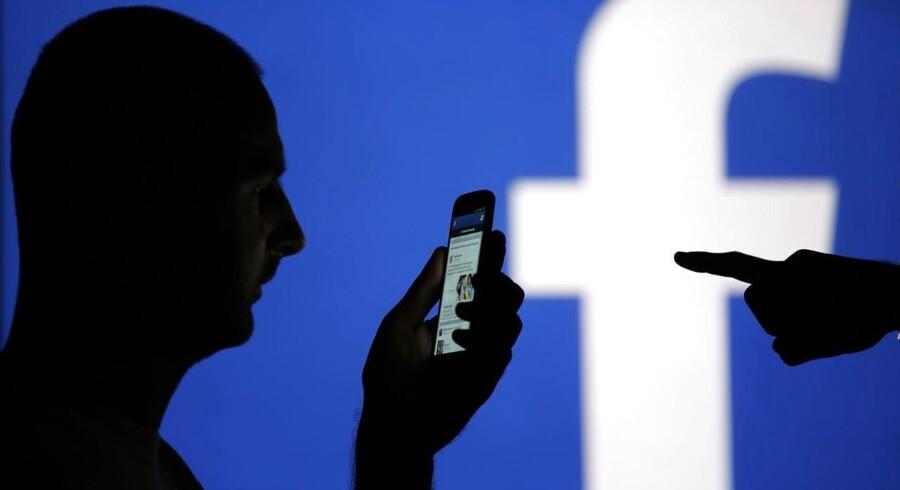Der er Facebook, Twitter og LinkedIn på medarbejdernes computerskærme i syv ud af ti danske virksomheder, og det er markant flere end tidligere.