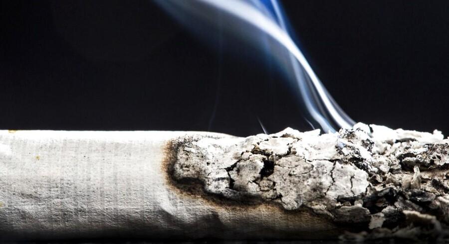 For ni år siden tog Frankrig en kontroversiel beslutning om at forbyde rygning i lukkede, offentlige rum - herunder barer og restauranter og fra maj 2016 vil cigaretter blive solgt i enkle, neutrale pakker uden logo.