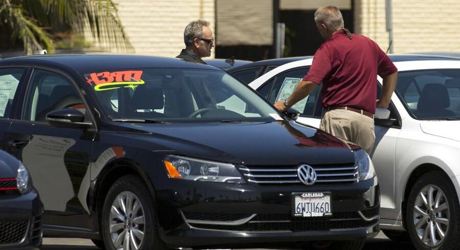 Bilforhandler i Carlsbad, California 28.august 2015. REUTERS/Mike Blake