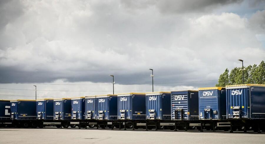 Pressede kunder inden for olie- og gasindustrien har ramt den schweiziske transportkoncern Panalpina - DSV's konkurrent - der må notere et mindre fald i indtjeningen i første kvartal.