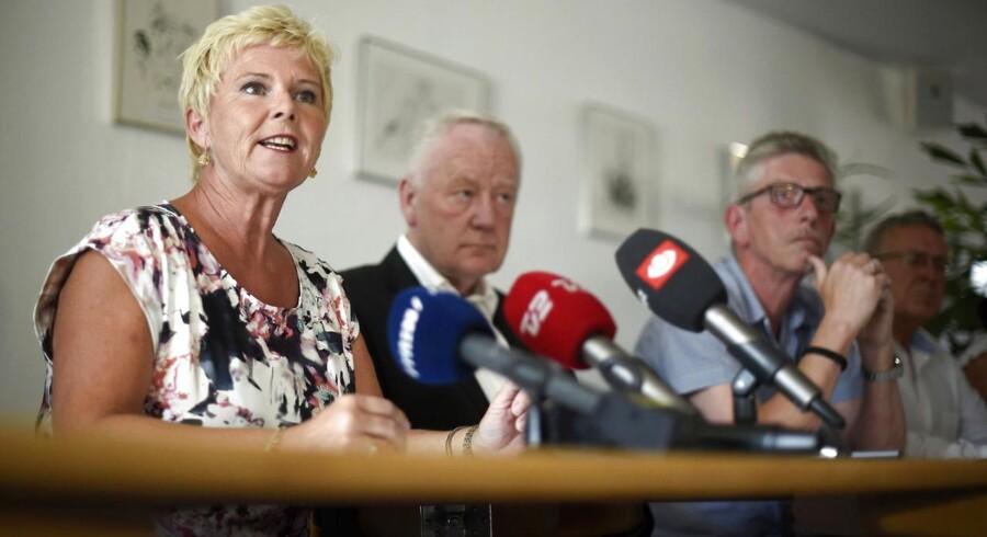 »Det er fuldstændigt vanvittigt. Det er jo den helt forkerte vej at gå, når vi kræver af folk, at de skal blive længere på arbejdsmarkedet. Det kan man jo ikke, når man samtidig fjerner de indsatser, der skal sætte dem i stand til at holde til arbejdet så længe, som man gerne vil have,« siger Lizette Risgaard, næstformand i LO.